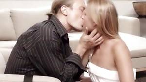 Blondie is sexually kissed by foxy gent